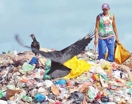 Os catadores de materiais recicláveis devem ser agentes ativos em discussões de políticas municipais e devemos investir na força coletiva, por meio de cooperativas ou associações.